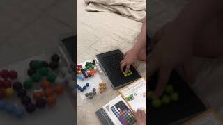 Gấu 3 tuổi giải trò chơi thông minh