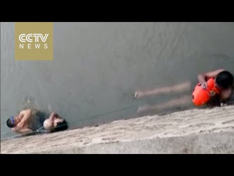 Samaritans take part in attempted rescue of two boys from Yangtze