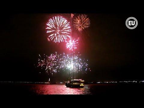Guayaquil Recibió El 2018 Con Fuegos Artificiales Desde El Malecón