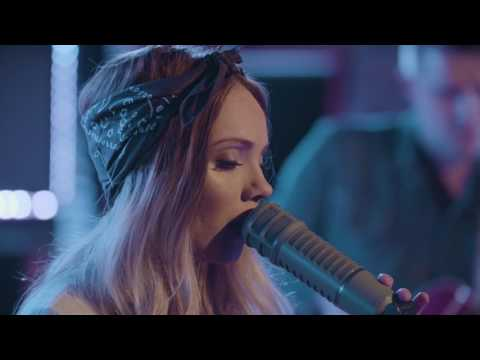 Danielle Bradbery - Sway (YouTube Music Foundry)
