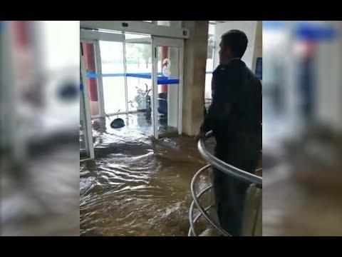 Una tromba de agua inunda el Hospital de Valdepeñas (Ciudad Real)