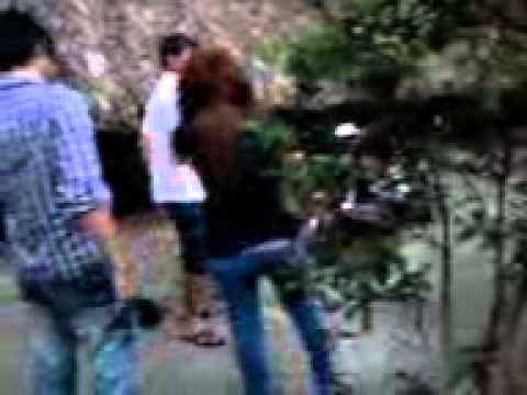 Cận cảnh đánh ghen của 2 girl tại quán coffee Suối Mơ thuộc khu chung cư Chánh Nghĩa, Bình Dương.