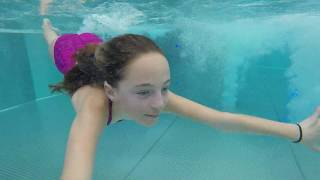 Carla Underwater swimming with a lot of snow