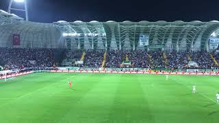 Akhisar-Beşiktaş maçı tribünler birlikte İzmir Marşı söylüyor