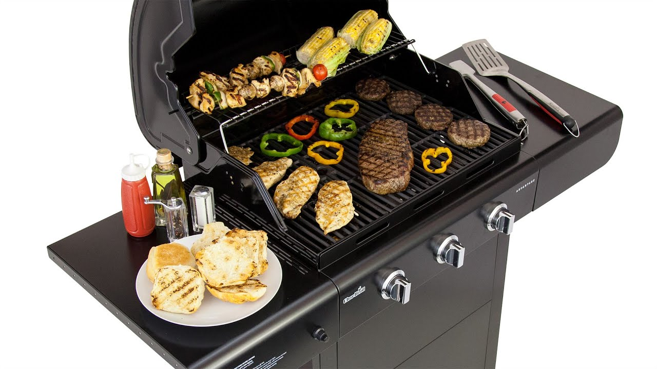 What are the advantages of a charcoal and gas grill combo?