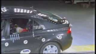 Crash test Renault Laguna 2001