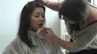 コラボ企画「メガネ美人になるメイク」のメイク動画です。
