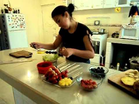 Como elabora un arreglo frutal youtube for Como secar frutas para decoracion