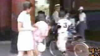 безумный японец пугает людей