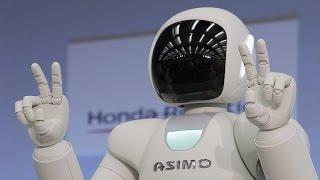 Робот Honda  играет в футбол Asimo Асимо Хонда