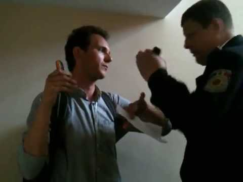 Curaj.TV - Oleg Brega agresat la Procuratura Muncicipal Chisinu