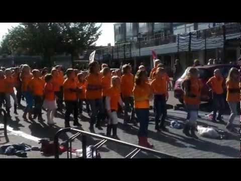 "flashmob barbaraschool bunnik ""hallo wereld"""