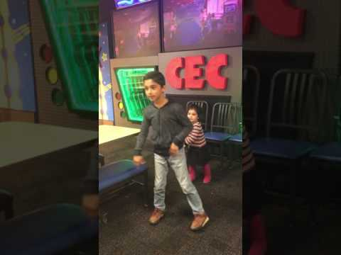 Dancing 💃 in Chuck E. Cheese's in Hayward