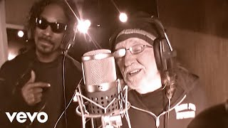 Смотреть клип Snoop Dogg Ft. Willie Nelson - My Medicine