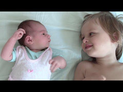 Уход за новорожденным и его развитие. Вторая неделя жизни. Первое купание