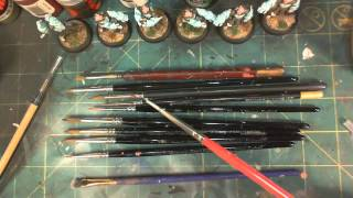 Choosing the right paint brushes for miniature painting