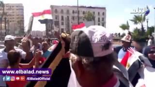 العشرات يتظاهرون بالقائد إبراهيم لدعم الدولة ضد الإرهاب.. صور وفيديو