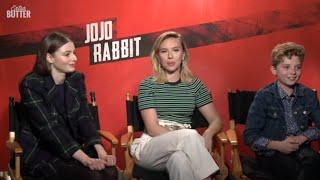 Jojo Rabbit: Scarlett Johansson, Thomasin McKenzie & Roman Griffin Davis Interview | Extra Butter