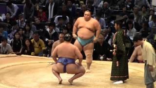 大相撲九州場所7日目、琴勇輝vs玉鷲.