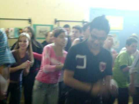 turma da olivia dançando Triller - Michel jackson