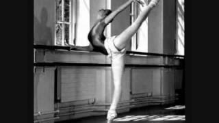 Смотреть клип песни: Александр Вертинский - Маленькая балерина