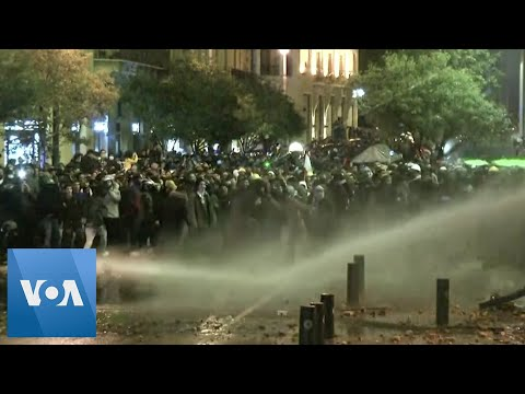 Lebanon Security Forces Clash with Protesters in Beirut