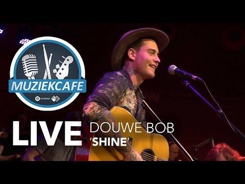 Douwe Bob - 'Shine' live bij Muziekcafé