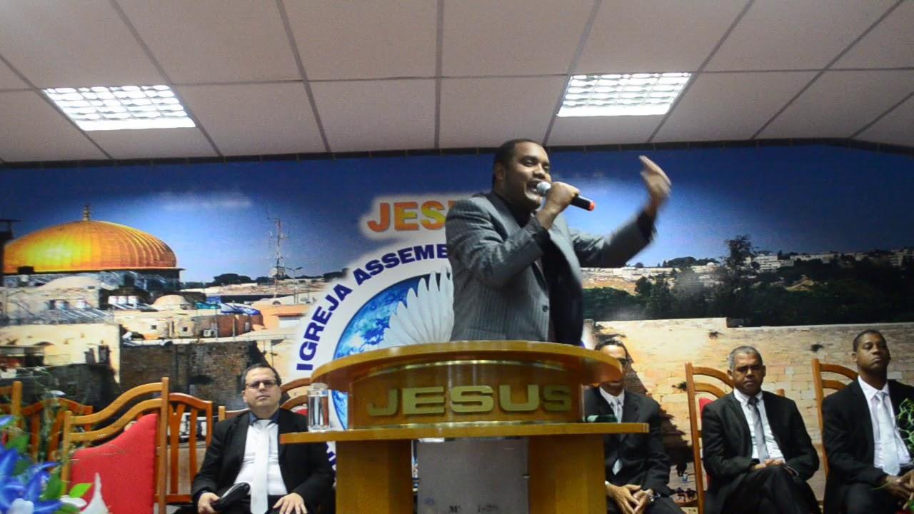 Ev Miller pregando na festividade da Assembléia de Deus Ministério Palavra e Vida