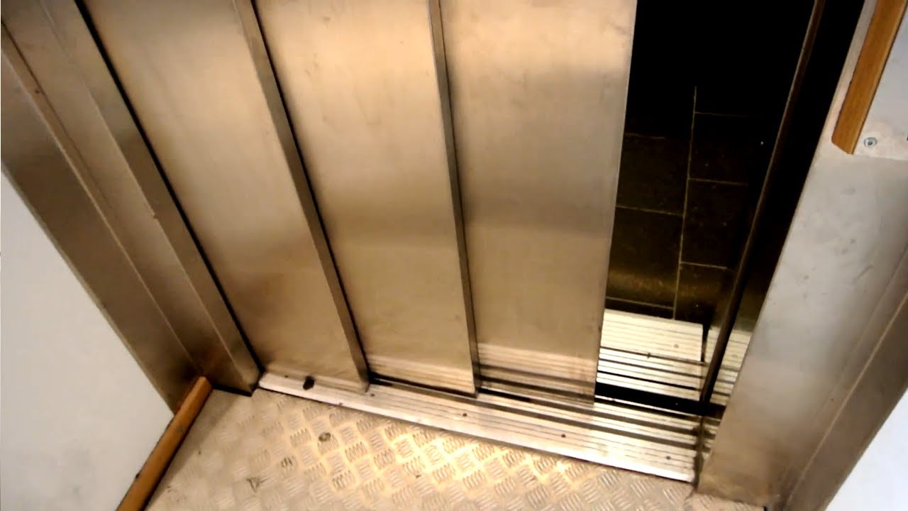 3-speed door SPECIAL - elevator with a surprise! @ Scorett (shoe store) in Malmø Sweden - YouTube & 3-speed door SPECIAL - elevator with a surprise! @ Scorett (shoe ...
