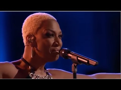Sisaundra Lewis  'New York State of Mind' The Voice Highlight