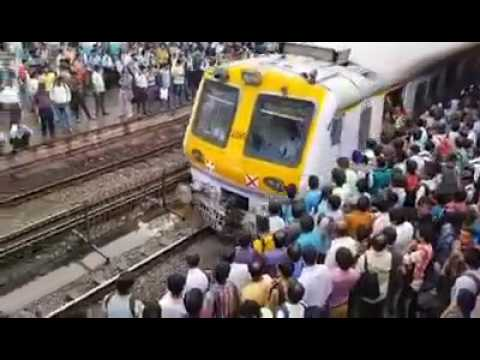 MUMBAI LOCAL TRAIN CROWD|Most Crowded Train in India|Most Crowded Train in the World|Mumbai Lifeline