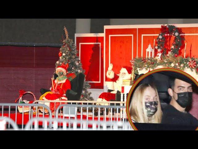 Joe Jonas And Sophie Turner Are Feeling The Holiday Spirit!