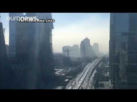 Time-lapse: Earie thick smog rolls into Beijng