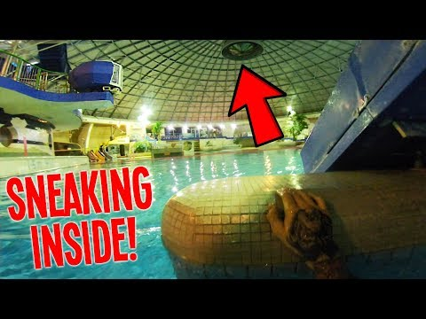 SPENDING THE NIGHT IN A WATERPARK! (ESCAPED THE POLICE)