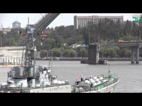 В Николаев зашли военные корабли