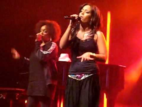 Eye of the tiger - Amel Bent (Live)