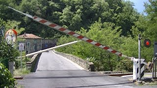 Spoorwegovergang Fosciandora Ceserana (I) // Railroad crossing // Passaggio a livello