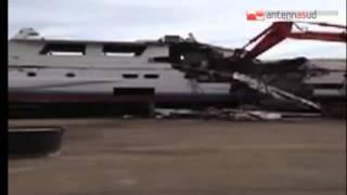 TG 28.05.14 Demolita ad Otranto l'imbarcazione che si schiantò sugli scogli nel 2011