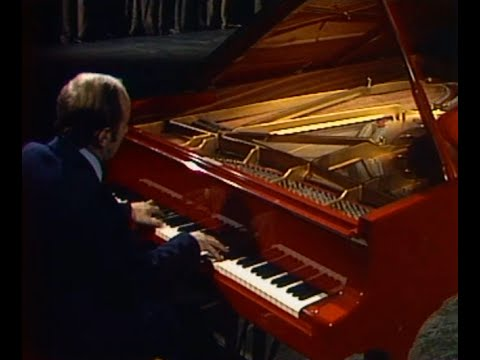 Vladimir Krainev plays Scriabin Piano Sonata no. 2, op. 19 - video 1984