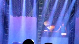 Carrie Underwood performs Mama's Song with Mike Fisher in the audience!