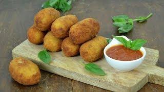 Croquetas de arroz italianas rellenas de queso. Supplì alla romana
