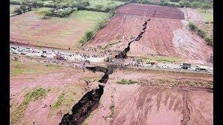 Video Huge Landslides Nairobi-Narok highway download MP3, 3GP, MP4, WEBM, AVI, FLV Oktober 2018