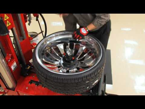 The Hunter Auto34 Leverless Tire Changing Machine