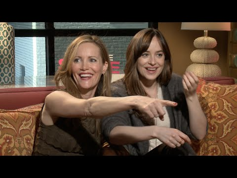 "Dakota Johnson and Leslie Mann Hit On ""Hot"" Reporter"