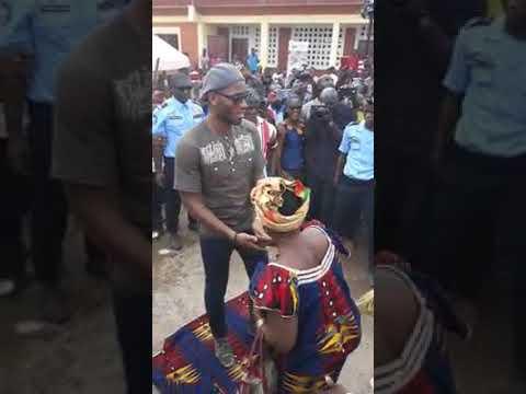 DIDIER DROGBA, démonstration grave de gbegbé à Gagnoa