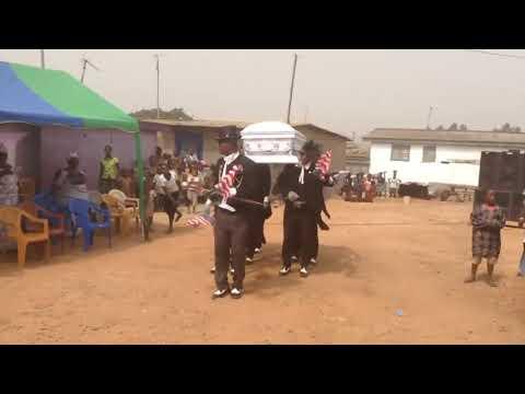 La verdad detrás del meme de los africanos que bailan con los ataúdes