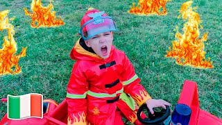 Cinque Bambini Vigile del fuoco del supereroe Vania viene in aiuto Mania