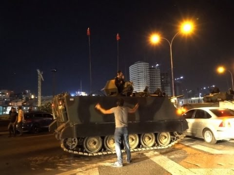 Raw: Protesters, Military on Streets of Istanbul