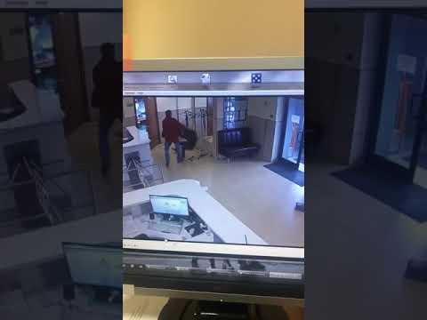Видео с камеры наблюдения: нападение на мэрию Южно-Сахалинска