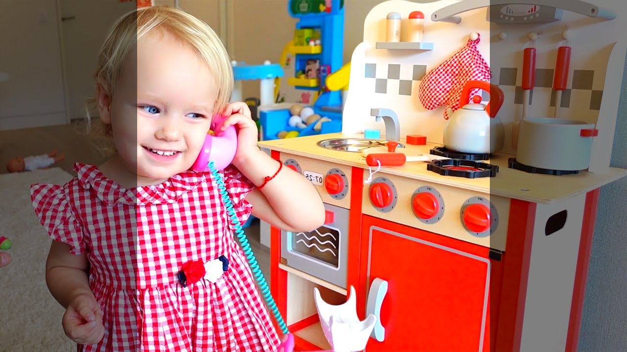 Aria gets a new kitchen and cooks food for Daddy #shorts